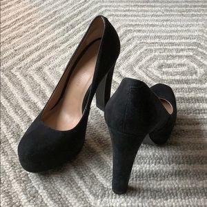Black Suede Pour La Victoire Heels